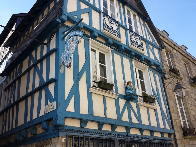 Maison des quimper simple maison ty kerbabic the sunny for Decoration maison quimper